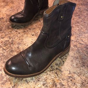 Juicy Couture Brown leather booties